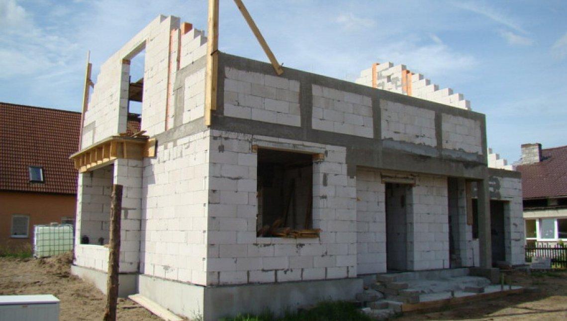 Проект 1,5-этажного коттеджа с одинарным гаражом