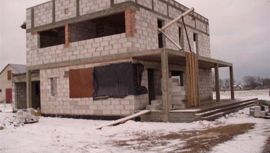 Проект двухэтажного современного дома с просторной террасой над гаражом