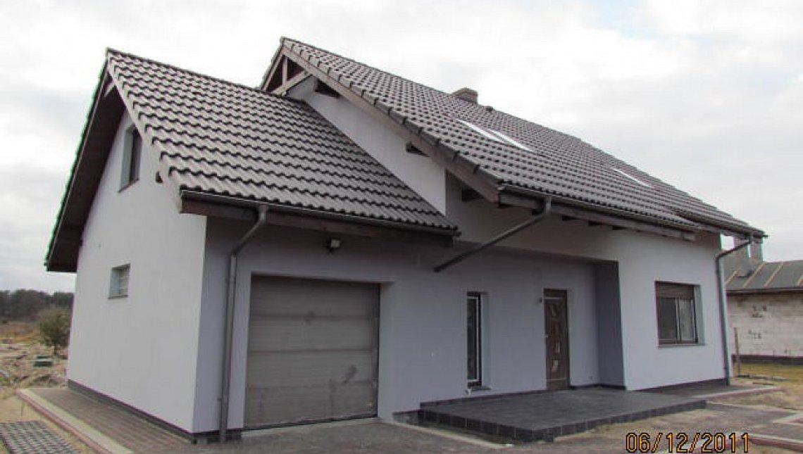 Просторный уютный дом с большими окнами
