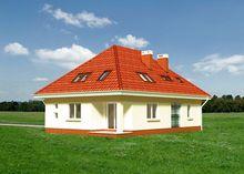 Красочный дом с массивными квадратными колоннами