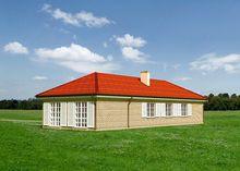 Одноэтажный кирпичный дом под черепичной кровлей