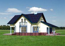 Красивый уютный дом с выступающим крыльцом
