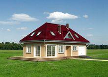 Интересный проект загородного особняка с просторной гостевой зоной