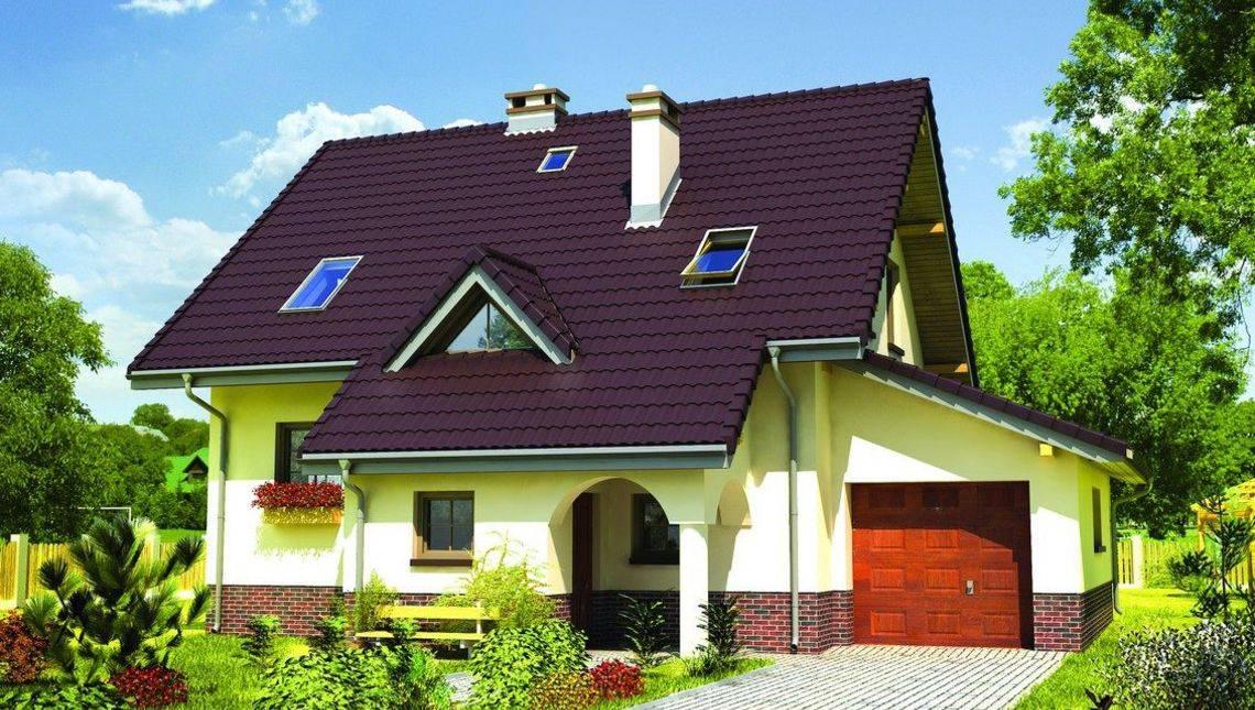 Красивый мансардный дом с двускатной крышей