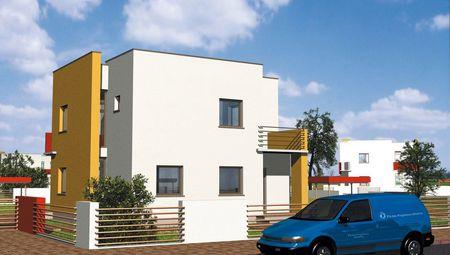 Красочный жилой дом с балконами
