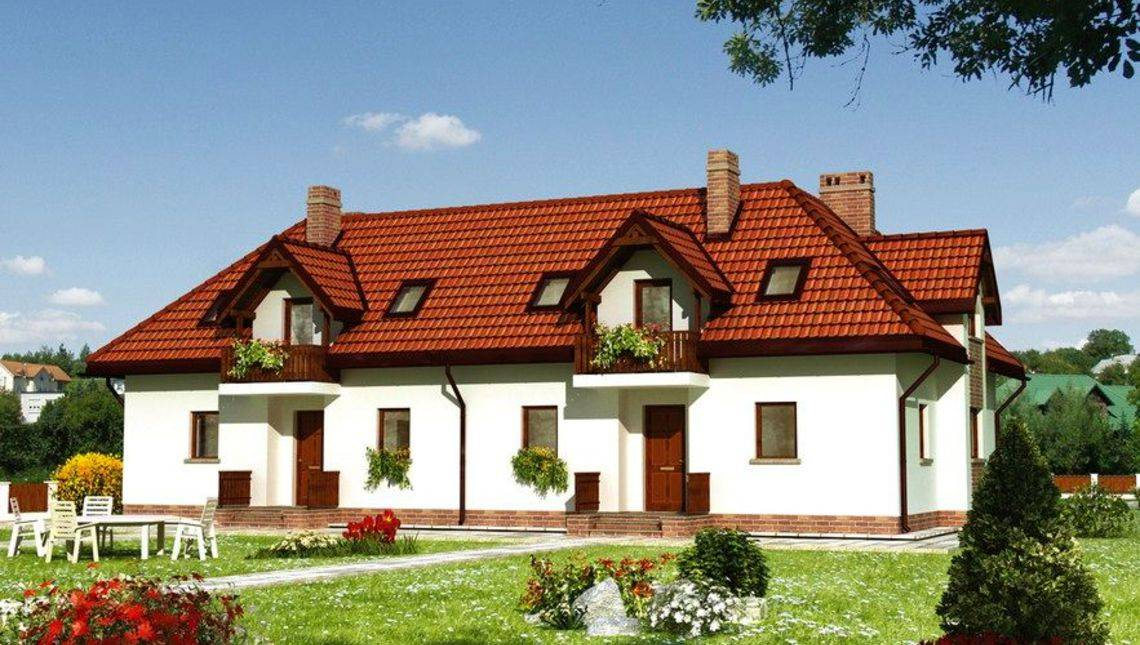 Проект большого дома на две семьи с эркерами